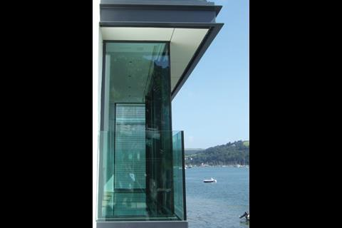 A frameless glazed parapet serves as an inconspicuous but robust flood barrier.